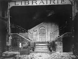Photograph by Eugene Atget c. 1910 in Paris. Internet photo.