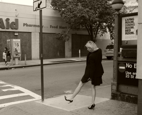 Checkin' it out. The New York street series. By Paul Goldfinger. 2011. ©