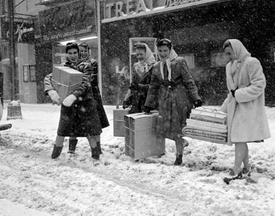 Newark , New Jersey. Christmas shopping on Broad Street in the 1940's. Internet photo