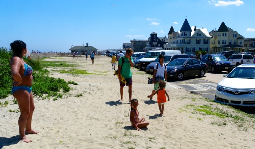 Choices for pedestrians: grassy/sandy strip, Ocean Avenue in the street or O.A. sidewalk .   PG photo