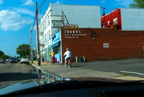 Frank's. Everybody knows this place. ©