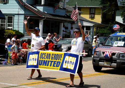 OGU celebrates the USA at Ocean GRoes July 4th parade in 2009.  Blogfinger photo.