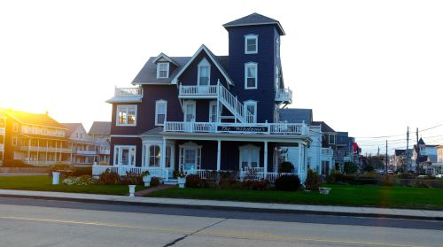The Windamer Hotel on Ocean Avenue facing the pier, in Ocean Grove near Embury Ave. Bob was on a small balcony--upper left. Blogfinger photo.