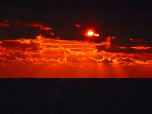 Dawn. Ocean Grove Beach, Nov. 3, 2013.  By Daniel R. Grayson