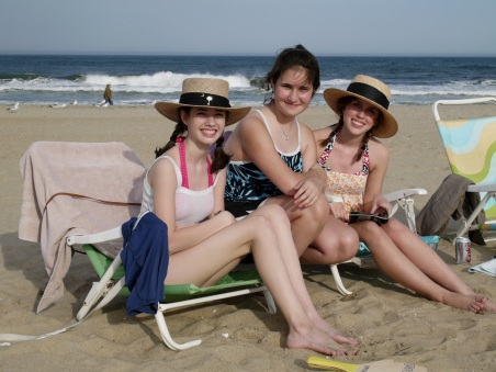 Summer (l), Kelly and Katie. Ocean Grove ©