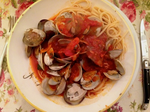 Eileen's steamed clams in spicy red sauce. Blogfinger photo © 2014.