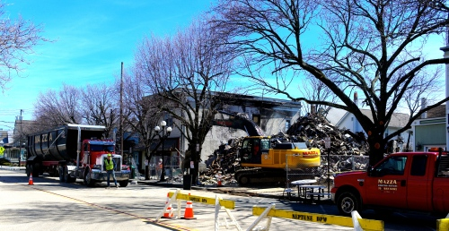 Main Ave. east bound lane closed.  Removal of fire debris begins. Thursday, March 19, 2015. Blogfinger photo. Click to enlarge. ©