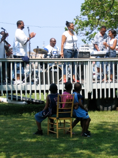 Gospel singing in Founders' Park c. 2007.  Paul Goldfinger photograph. ©