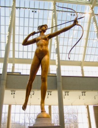 Diana at the Metropolitan Museum of Art. At this time she was shooting for NYU. Internet photo.
