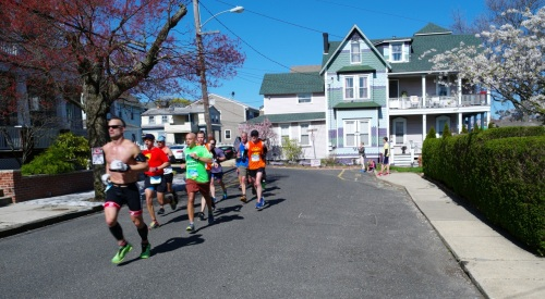Runners enter Ocean Grove at the North End via Mt. Hermon Way.  Photos and videos by Paul Goldfinger, editor at Blogfinger.net