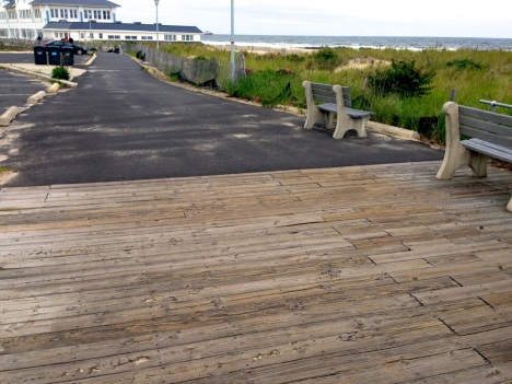 Wooden boardwalk meets asphalt at Sea View Avenue. (looking north) Blogfinger photo ©