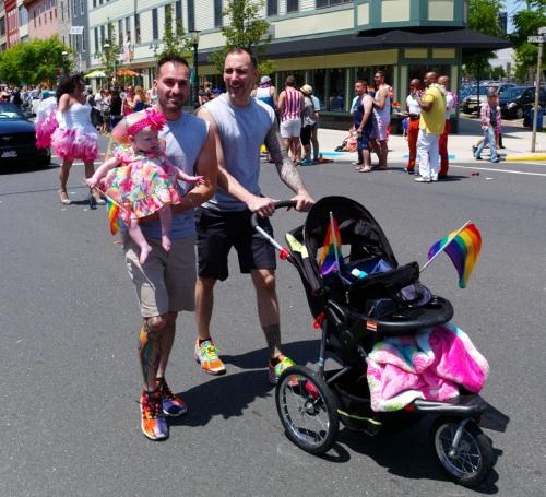 Family values.  Blogfinger .net ©