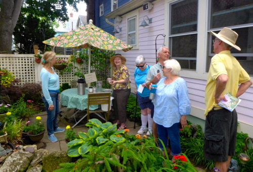 2014 People's Garden Tour.   113 Mt. Hermon Way. ©