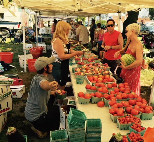 Selling Jersey tomatoes at the Asbury Park farmers market on Saturdays, Sunset Avenue. Paul Goldfinger photo. ©