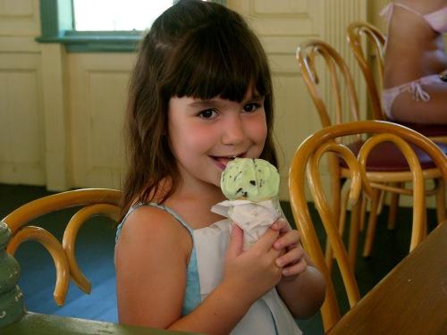 Days Ice Cream. Ocean Grove.  Paul Goldfinger photo. ©