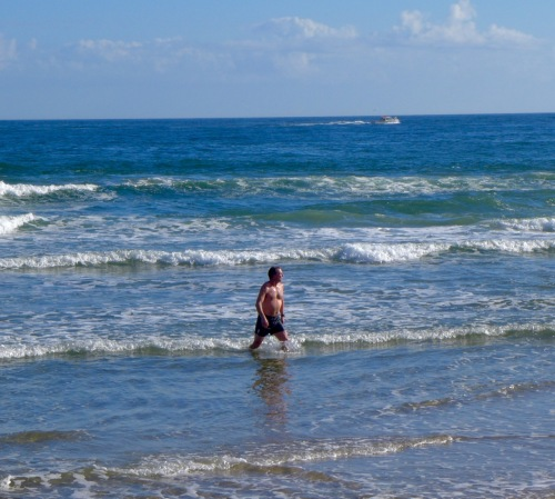 Dave Shotwell emerges from the Atlantic after a Thanbksgiving dip. Ocean Grove, 2015. Blogfinger photo. ©  Click to enlarge and look for goosebumps.