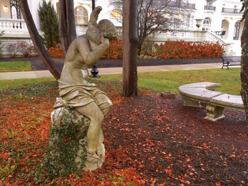 Monmouth University Library grounds. Paul Goldfinger ©. Dec. 1, 2015.