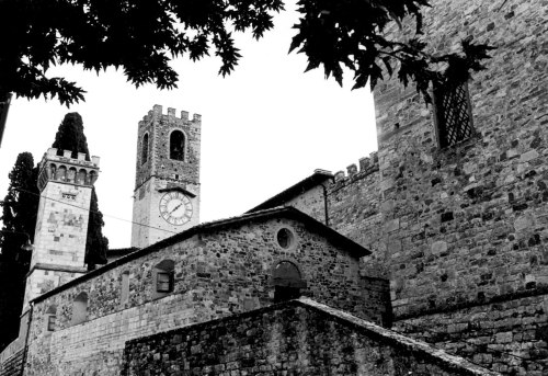 San Gimignano is a medieval hill town in Tuscany (Siena region) Italy. By Paul Goldfinger. © Undated silver gelatin darkroom print.