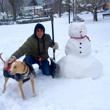 Moe Demby, Blogfinger staff; Chico Blogfinger mascot and the snowman (created by the Holmes family)  Jan 24 2016. Blogfinger photo ç