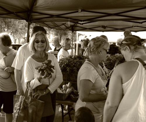 Lakes Park Farmers Market. Ft. Myers, Fla.  Paul Goldfinger photo. ©
