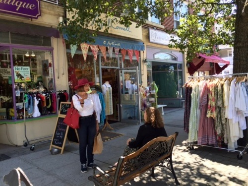 60 Main Avenue shops (r to l) DJ's Deli (undergoing renovations), Pat's Boutique (closed). April Cornell and Pet Boutique. Blogfinger photo ©.