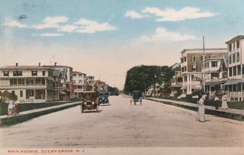 Main Avenue looking west. The card shows the Pine Tree Inn on the left (white at the start of the row.).. The back is dated 1916.