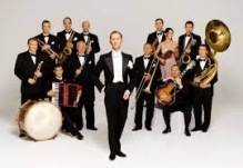 Max  Raabe and Das Palaster Orchester.