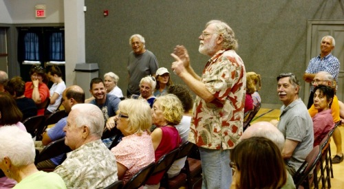 Jack Bredin speaks his mind at an HOA meeting in 2010. Blogfinger action photo. ©