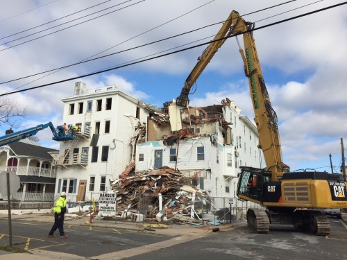 Lee Morgan captured the demo of the Whitfield Hotel which was over 135 years old. 1/19/17 ©