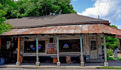 Vaughan's at 4229 Dauphine Street in New Orleans.  Photo: NO Easy Travel Guide.
